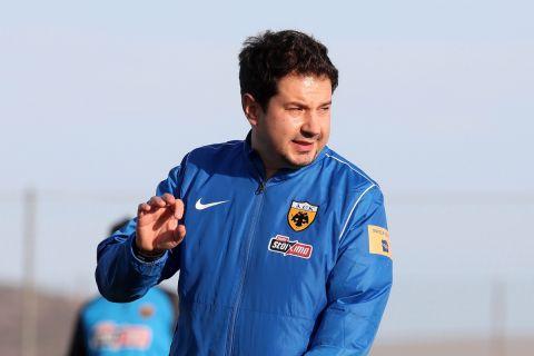 Ο Αργύρης Γιαννίκης στην πρώτη προπόνηση της ΑΕΚ