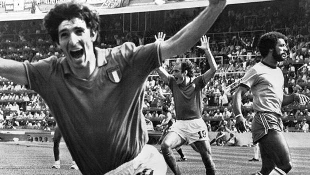 Ο Πάολο Ρόσι πανηγυρίζει το γκολ κόντρα στη Βραζιλία στο Παγκόσμιο Κύπελλο 1982