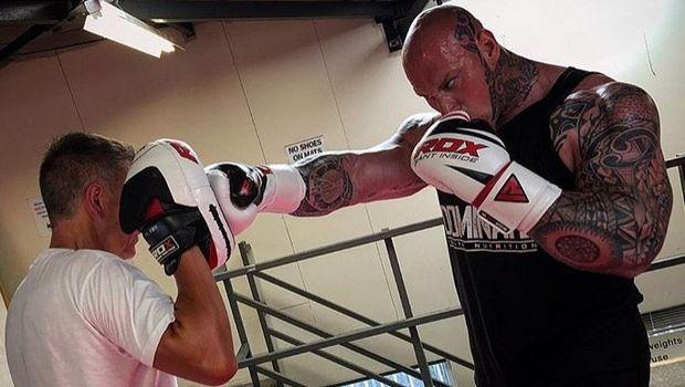 Ο Μartyn Ford φοράει γάντια και καλεί τον κόσμο να του βρει αντίπαλο!