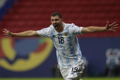 Ο Γκουίντο Ροντρίγκες πανηγυρίζει το γκολ που πέτυχε με την Αργεντινή κόντρα στην Ουρουγουάη