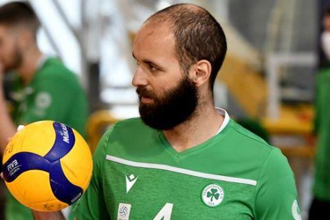 Ο Βόγιον Τσάτσιτς του Παναθηναϊκού σε στιγμιότυπο της αναμέτρησης με τον Φίλιππο για τη Volley League 2020-2021 στο κλειστό του Αγίου Θωμά | Πέμπτη 18 Μαρτίου 2021