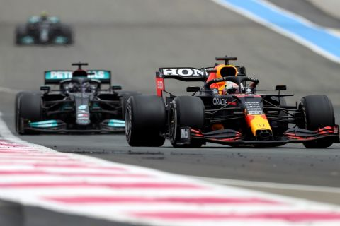 "Mercedes vs RBR: Η ""μάχη της πίσω πτέρυγας"" για τις δύο νίκες στην Αυστρία"