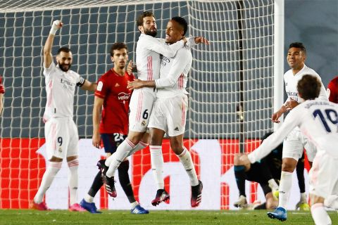 Νάτσο και Μιλιτάο πανηγυρίζουν ένα γκολ του δεύτερου εναντίον της Οσασούνα για το ισπανικό πρωτάθλημα (1/5/2021).