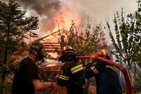Στιγμιότυπο από την πυρκαγιά στις Αφίδνες
