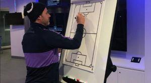 Tότεναμ: Το αποχαιρετιστήριο μήνυμα του Ποτσετίνο στους παίκτες γράφτηκε σε πίνακα