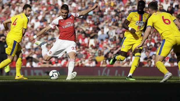 Arsenal's Konstantinos Mavropanos, center, has a shot during the English Premier League soccer match between Arsenal and Crystal Palace at the Emirates Stadium in London, Sunday, April 21, 2019. (AP Photo/Tim Ireland)