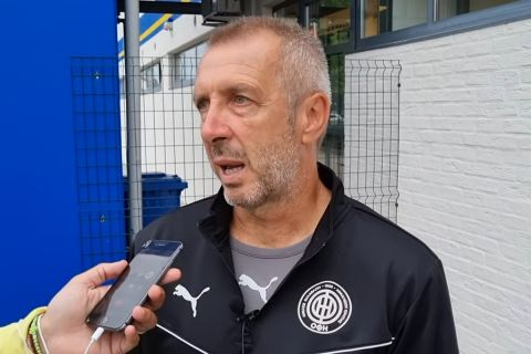 Ο τεχνικός του ΟΦΗ, Νίκος Νιόπλιας, παραχωρεί δηλώσεις μετά τη φιλική ήττα από την Βέστερλο | 24 Ιουλίου 2021