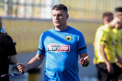 Ο Βλάνταν Μιλόγεβιτς στην πρώτη προπόνηση της ΑΕΚ