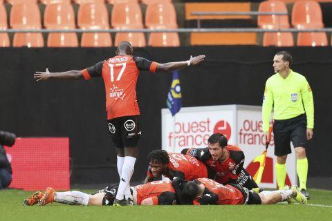 Οι παίκτες της Λοριάν πανηγυρίζουν γκολ που σημείωσαν στη Ligue 1
