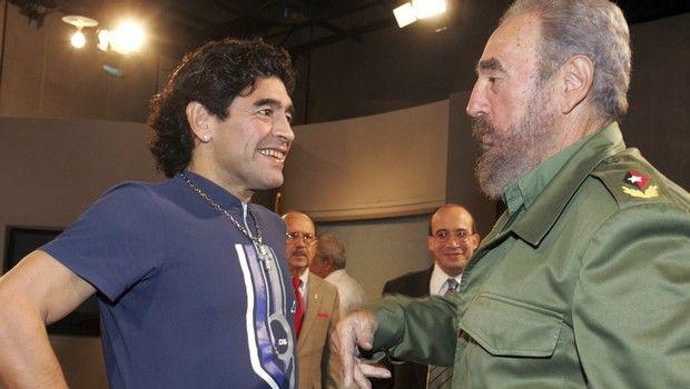 Ο Ντιέγκο Μαραντόνα με τον Φιντέλ Κάστρο στην Αβάνα το 2005.