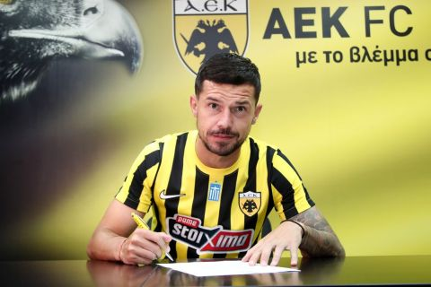 Ο Γέφτιτς υπογράφει το συμβόλαιό του με την ΑΕΚ