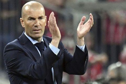Madrid head coach Zinedine Zidane applauds during the soccer Champions League first leg semifinal soccer match between FC Bayern Munich and Real Madrid in Munich, southern Germany, Wednesday, April 25, 2018. (Matthias Balk/dpa via AP)