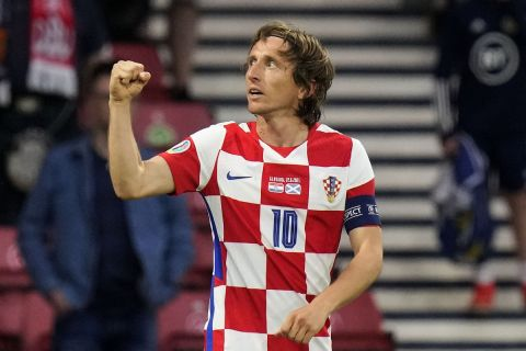 Ο Λούκα Μόντριτς πανηγυρίζει γκολ με την Κροατία κόντρα στην Σκωτά στο Euro 2020