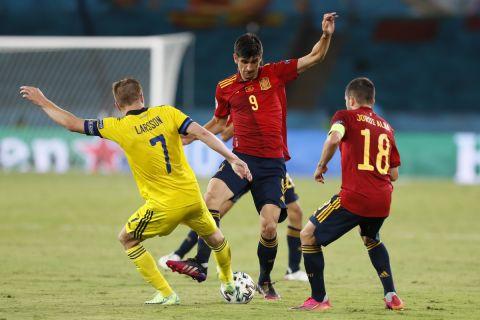 Ο Ζεράρδ Μορένο κόντρα στον Σεμπάστιαν Λάρσον στο Euro 2020 σε αναμέτρηση Ισπανία - Σουηδία