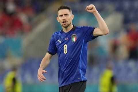Ο Ζορζίνιο πανηγυρίζει στο Ιταλία - Ελβετία για το Euro 2020.