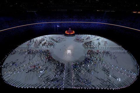 Η Ολυμπιακή σημαία στην τελετή έναρξης των Ολυμπιακών Αγώνων.