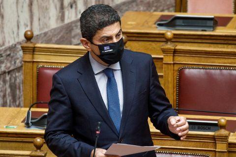 Ο Λευτέρης Αυγενάκης στη Βουλή