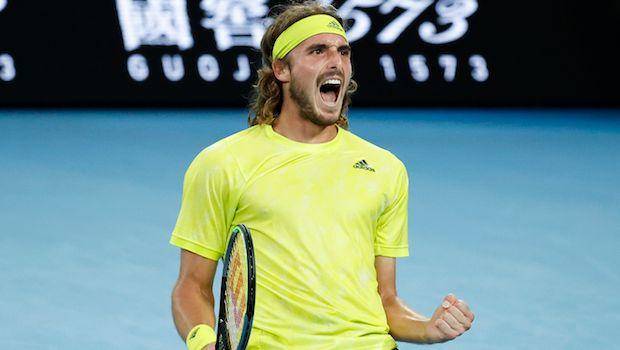Ο Στέφανος Τσιτσιπάς πανηγυρίζει τη νίκη επί του Θανάση Κοκκινάκη στον 2ο γύρο του Australian Open