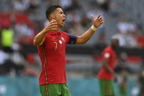 Ο Κριστιάνο Ρονάλντο εκνευρισμένος σε αγώνα της Πορτογαλίας