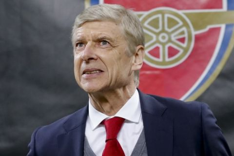 Arsenal's manager Arsene Wenger waits for the kick-off of the Europa League, round of 16 first-leg soccer match between AC Milan and Arsenal, at the Milan San Siro stadium, Italy, Thursday, March 8, 2018. (AP Photo/Antonio Calanni)