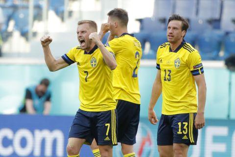 Ο Σεμπάστιαν Λάρσον πανηγυγυρίζει το γκολ της Σουηδίας κόντρα στην Σλοβακία σε αναμέτρηση των δύο ομάδων για το Euro 2020 (18 Ιουνίου 2021)