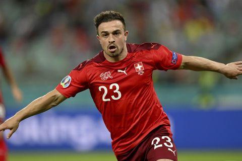 Ο Τζερντάν Σακίρι πανηγυρίζει γκολ του με τη φανέλα της Ελβετίας κόντρα στην Τουρκία στο Euro 2020