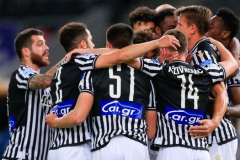 Οι παίκτες του ΠΑΟΚ πανηγυρίζουν γκολ κόντρα στην ΑΕΚ για τα playoffs της Super League Interwetten.