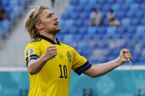 Ο Φόρσμπεγκ πανηγυρίζει γκολ στην αναμέτρηση ανάμεσα στη Σουηδία και τη Σλοβακία για το Euro 2020.