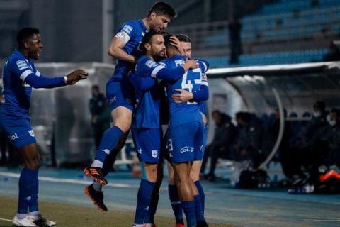 Οι παίκτες του ΠΑΣ Γιάννινα πανηγυρίζουν γκολ στο πρωτάθλημα κόντρα στον Παναθηναϊκό