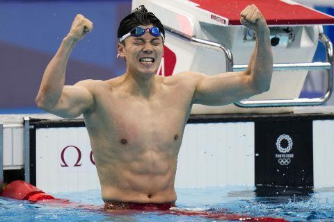 Shun Wang, of China, celebrates after winning the gold medal in the men's 200-meter individual medley final at the 2020 Summer Olympics, Friday, July 30, 2021, in Tokyo, Japan. (AP Photo/Jae C. Hong)