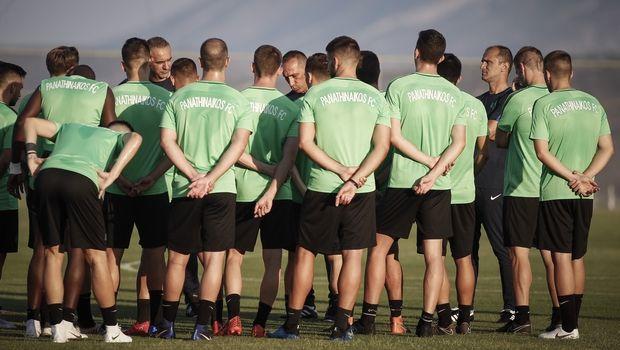 d02e6131459 Προπόνηση στο γυμναστήριο για τους παίκτες του Παναθηναϊκού ...