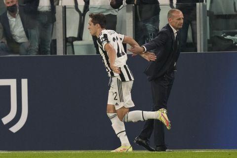 Ο Φεντερίκο Κιέζα με τον Μαξ Αλέγκρι σε ματς Champions League κόντρα στην Τσέλσι