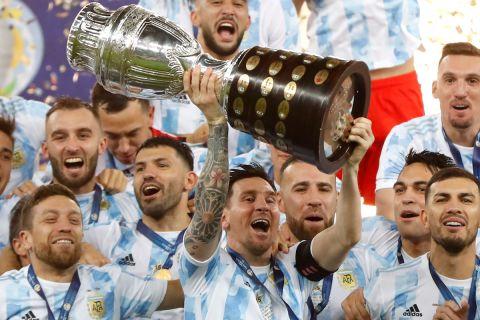 Ο Μέσι σηκώνει το Copa America