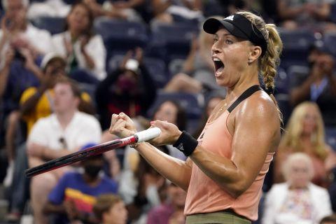 Η Ανζελίκ Κέρμπερ στο US Open κόντρα στη Λέιλα Φερνάντεζ
