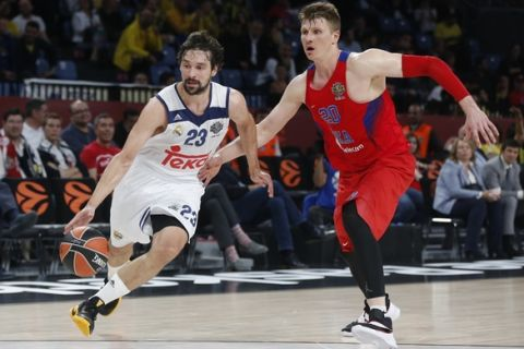 CSKA Moscow's Andrey Vorontsevich, right, defends against Real Madrid's Segio Llull during their Final Four Euroleague third place basketball match at Sinan Erdem Dome in Istanbul, Sunday, May 21, 2017. (AP Photo/Lefteris Pitarakis)