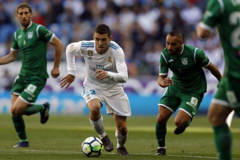 Real Madrid's Mateo Kovacic, left, vies for the ball with Leganes' Nabil El Zhar during a Spanish La Liga soccer match between Real Madrid and Leganes at the Santiago Bernabeu stadium in Madrid, Saturday, April 28, 2018. (AP Photo/Francisco Seco)