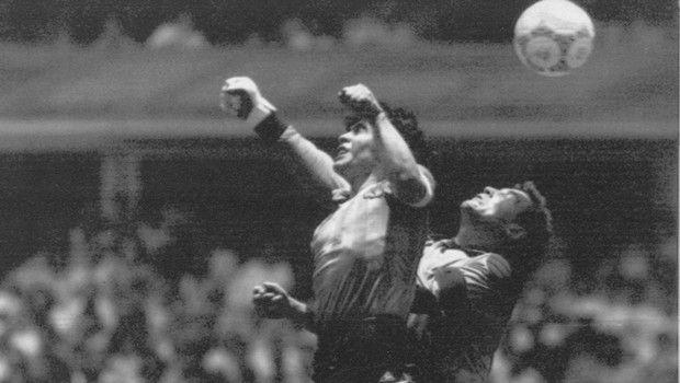 Ο Μαραντόνα ευχήθηκε να έβαζε γκολ στην Αγγλία και με το δεξί χέρι