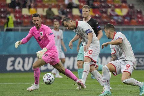 Ο Γκόραν Πάντεφ σκοράρει στην αναμέτρηση της Αυστρίας κόντρα στη Βόρεια Μακεδονία για το Euro 2020.