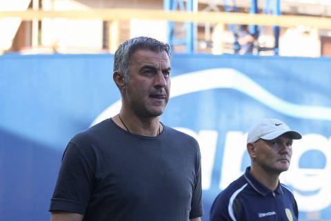 Ο προπονητής του Παναιτωλικού Τραϊανός Δέλλας, στον αγώνα μπαράζ με την Ξάνθη