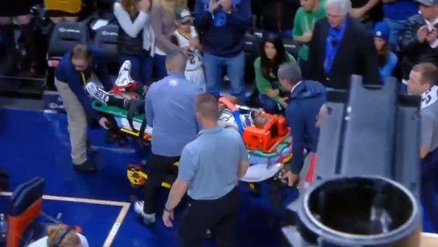 Σοκ και αγωνία για Κέμπα Γουόκερ: Χτύπησε στον αυχένα και αποχώρησε με φορείο