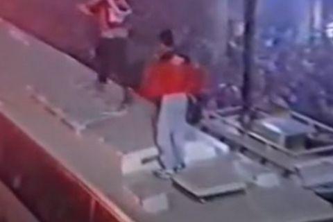 Ο Λεωνίδας Κουτσόπουλος στην οροφή του πούλμαν του Πανιωνίου