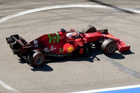 Ο Σαρλ Λεκλέρκ της Ferrari σε στγιμιότυπο των πρώτων ελεύθερων δοκιμαστικών του GP Ρωσίας στην πίστα του Σότσι | Παρασκευή 24 Σεπτεμβρίου 2021