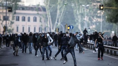 SS Lazio supporters trough glass bottles against policemen outside Olimpico Stadium at the end of Italian Serie A soccer match between As Roma and Ss Lazio,  Rome 25 May 2015. Two soccer fans were stabbed near the Olympic stadium before the highly anticipated Roma-Lazio derby, police said Monday. The pair, each stabbed in the abdomen, were rushed by ambulance to hospital as code red emergencies.ANSA/ANGELO CARCONI