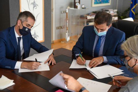 Ο υπουργός Τουρισμού Χάρης Θεοχάρης και ο δήμαρχος Αθηναίων Κώστας Μπακογιάννης, υπέγραψαν μνημόνιο συνεργασίας