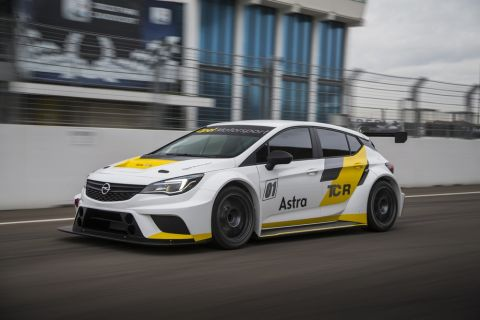 Campaign opener in Bahrain: Two Opel Astra TCR of Team Target Competition will compete for this first time this season.