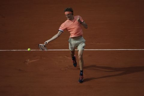 Germany's Alexander Zverev returns the ball to Lituania's Ricardas Berankis during their first round match of the French Open tennis tournament at the Roland Garros Stadium, Sunday, May 27, 2018 in Paris. (AP Photo/Alessandra Tarantino)