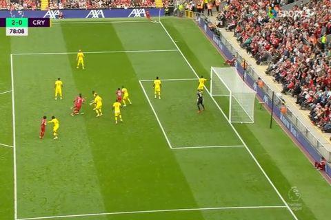 Ο Σαλάχ εκτέλεσε την Πάλας για το 2-0 της Λίβερπουλ, μετά από κόρνερ που χτύπησε ο Τσιμίκας