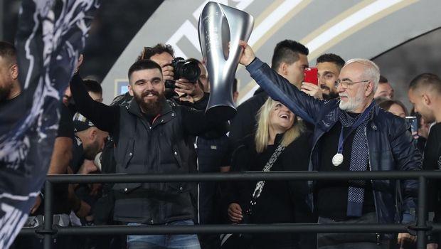 Ο Γιώργος Σαββίδης χάρισε το μετάλλιο του πρωταθλητή και συγκίνησε