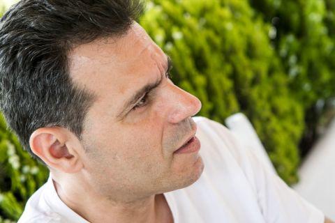 Ο Δημήτρης Ιτούδης στη φωτογράφισή του για τη συνέντευξη στο SPORT24