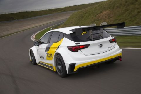 Opel drivers: Italian veteran Andrea Belicchi (39) and 19-year-old Jordi Oriola from Spain will be behind the steering wheels of the 330hp Astra TCRs.
